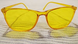 Farbtherapie-Brille gelb