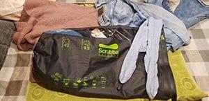 Test der Scrubba Reisewaschmaschine mit schmutziger Wäsche